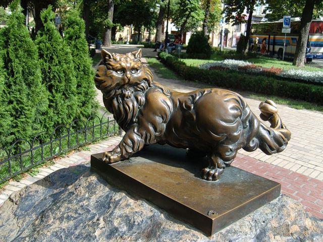 Памятник коту Пантелеймону. Киев