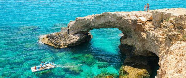 Арка в море на Кипре