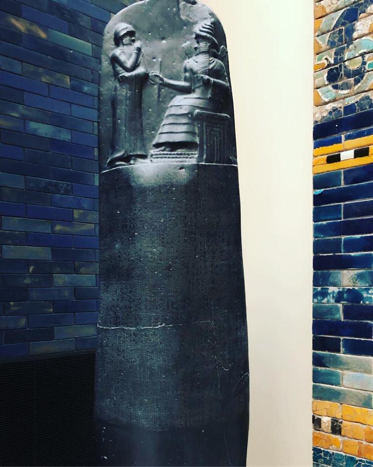 Стелла «Кодекс Хамурапи» (копия).