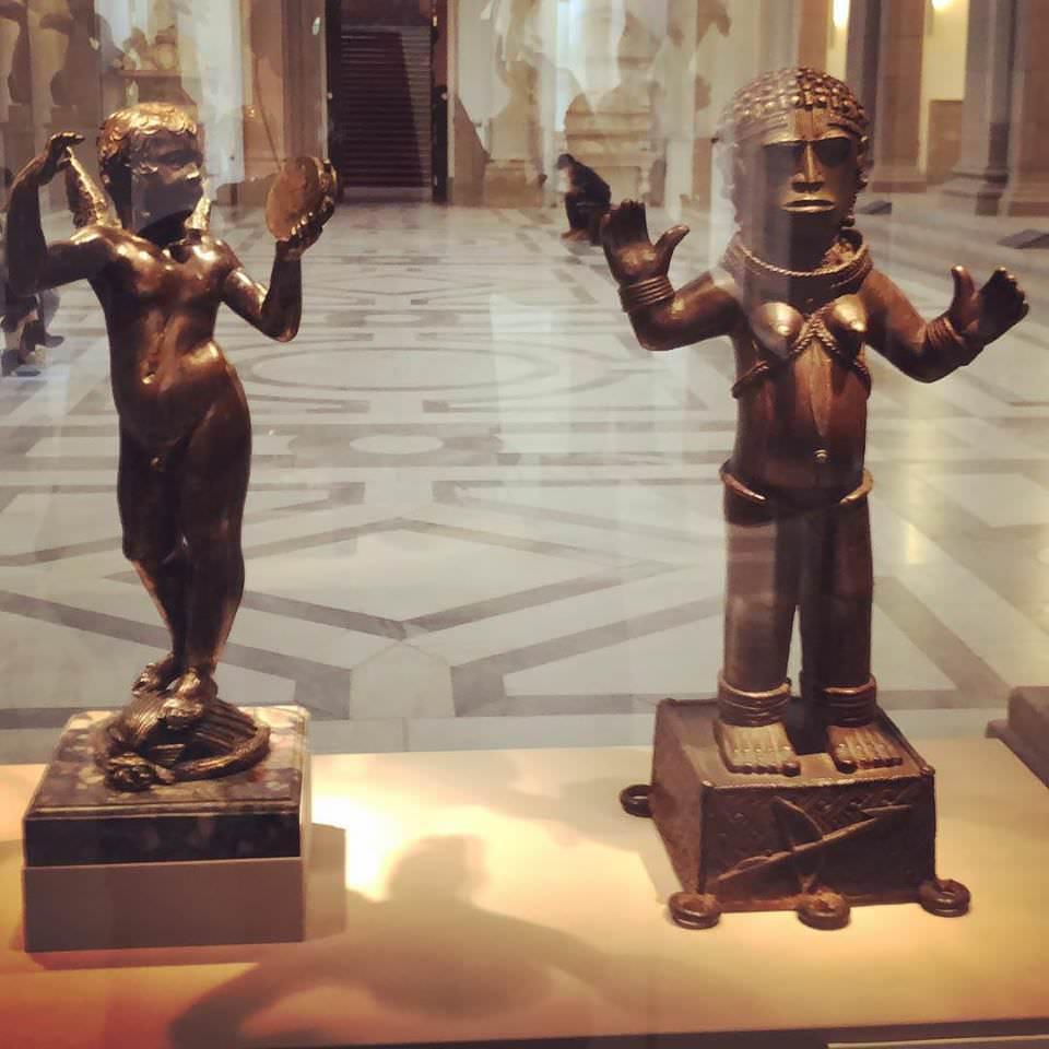 Скульптура Донателло и скульптура из Нигерийского королевства (15 и 17 век н.э.).