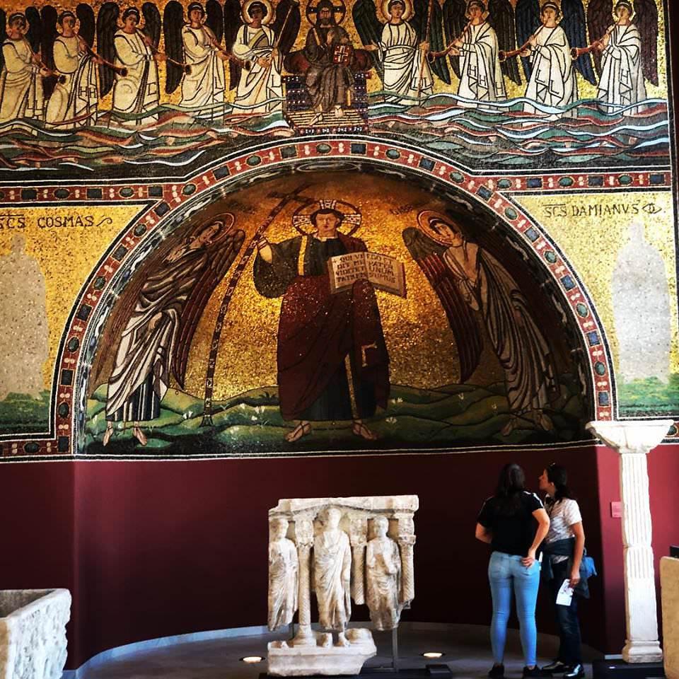 Мозаика в честь Христа, архангелов Михаила и Габриила (500 год).