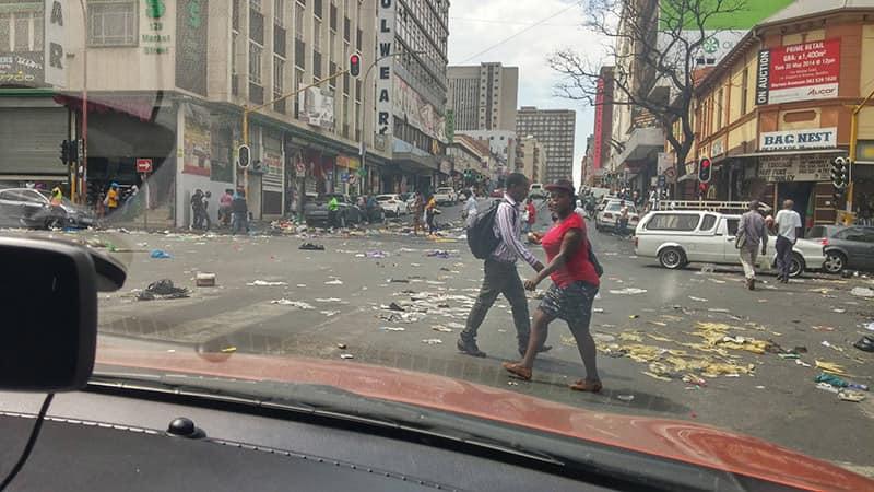 Улица Йоханнесбурга с говном